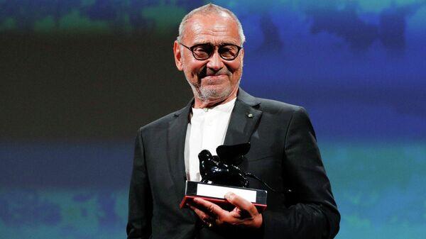 Андрей Кончаловский на сцене Венецианского кинофестиваля 2020