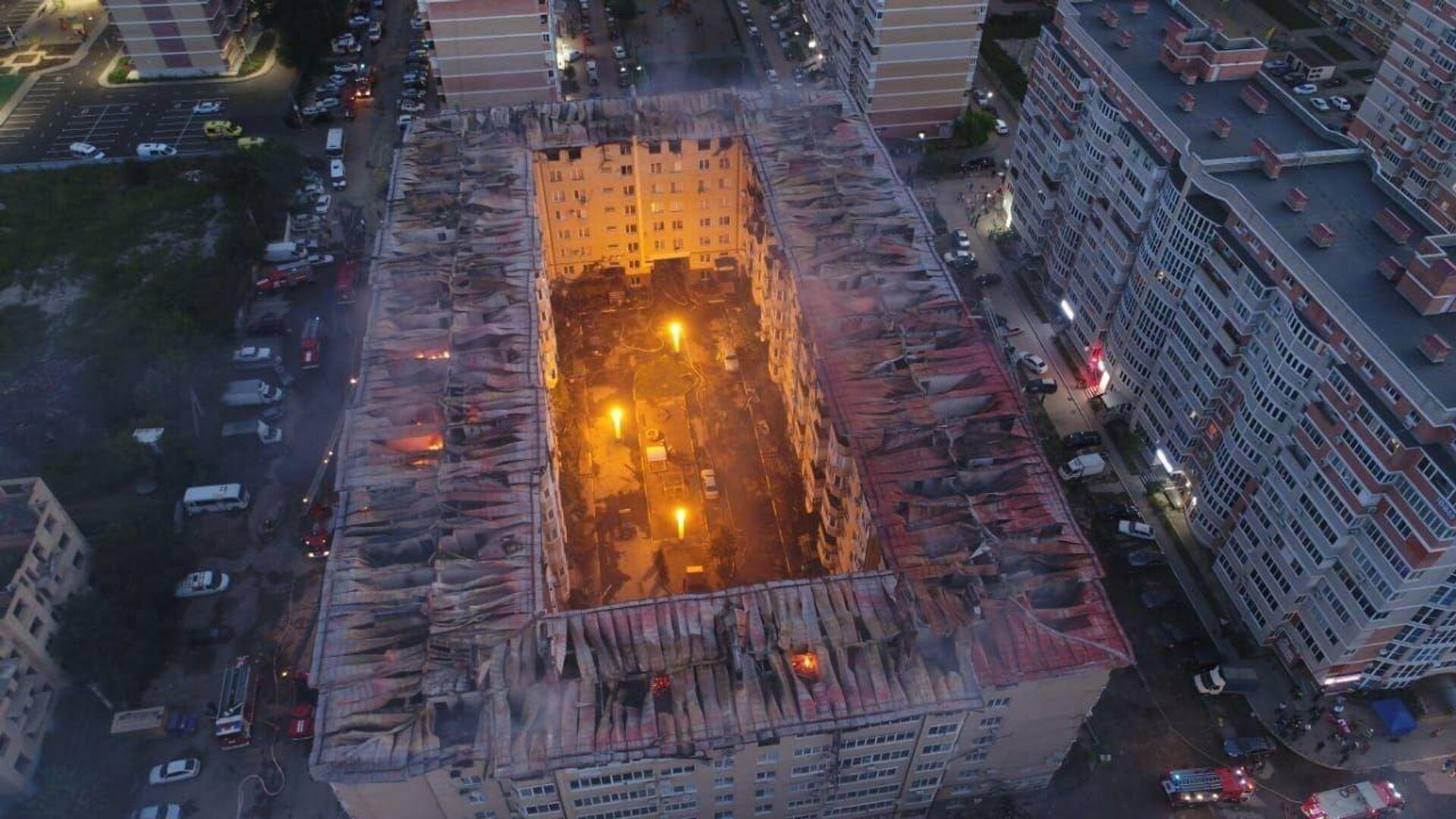 Ликвидация пожара в Краснодаре. 13 сентября 2020 - РИА Новости, 1920, 13.09.2020