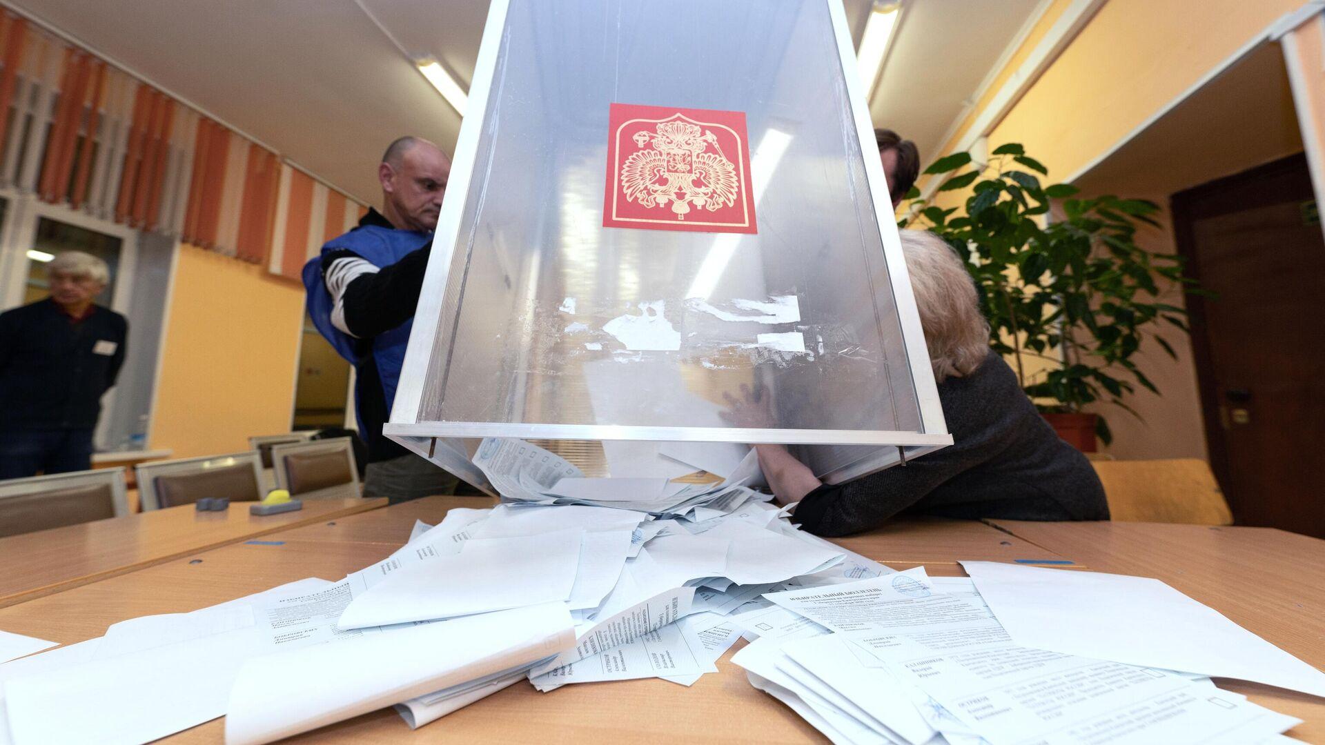 Подcчет голосов на выборах в единый день голосования - РИА Новости, 1920, 13.09.2020