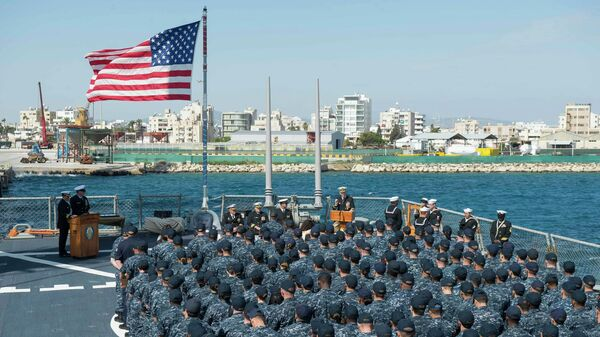 Американский ракетный эсминец USS Ross в порту Ларнаки, Кипр