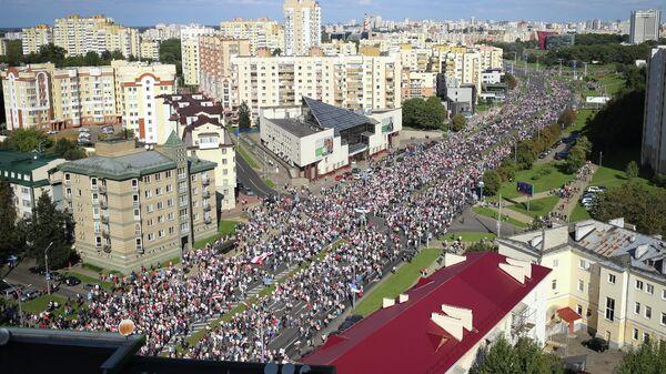 Участники несанкционированной акции оппозиции в Минске