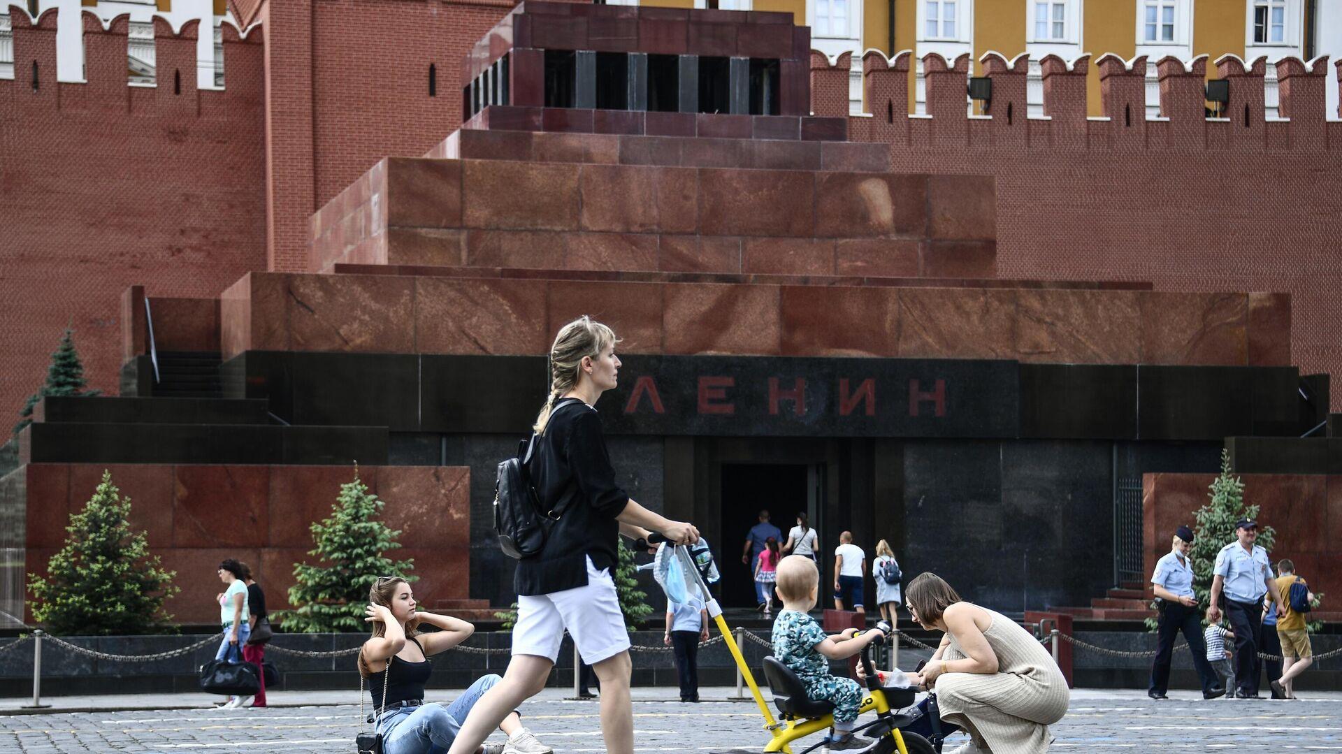 Мавзолей открылся для посетителей - РИА Новости, 1920, 14.09.2020