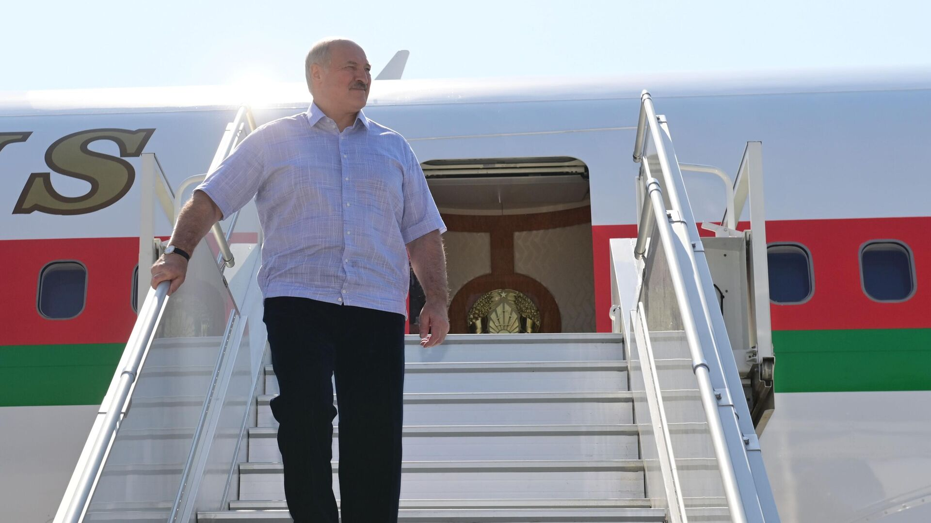 Президент Белоруссии Александр Лукашенко в аэропорту Сочи - РИА Новости, 1920, 15.09.2020