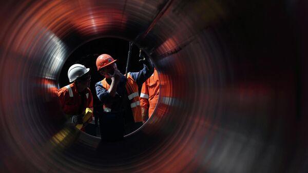 Рабочие на строительстве газопровода Северный поток-2
