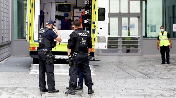 Автомобиль скорой помощи, на котором предположительно был доставлен в клинику Шарите в Берлине Алексей Навальный