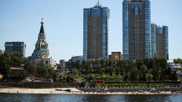 Вид на Самару с реки Волга. Слева - собор Софии Премудрости Божией