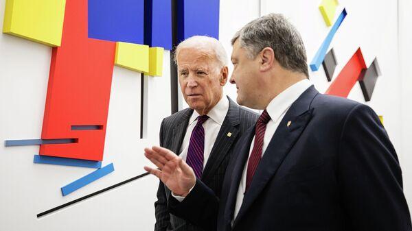 Вице-президент США Джо Байден и президент Украины Петр Порошенко перед началом пресс-конференции в Киеве. 16 января 2017