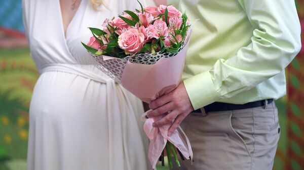Молодожены во дворце бракосочетания