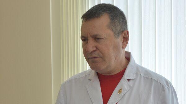 Начальник кардиохирургического центра военного госпиталя имени А.А.Вишневского, заслуженный врач РФ, доктор медицинских наук Александр Лищук