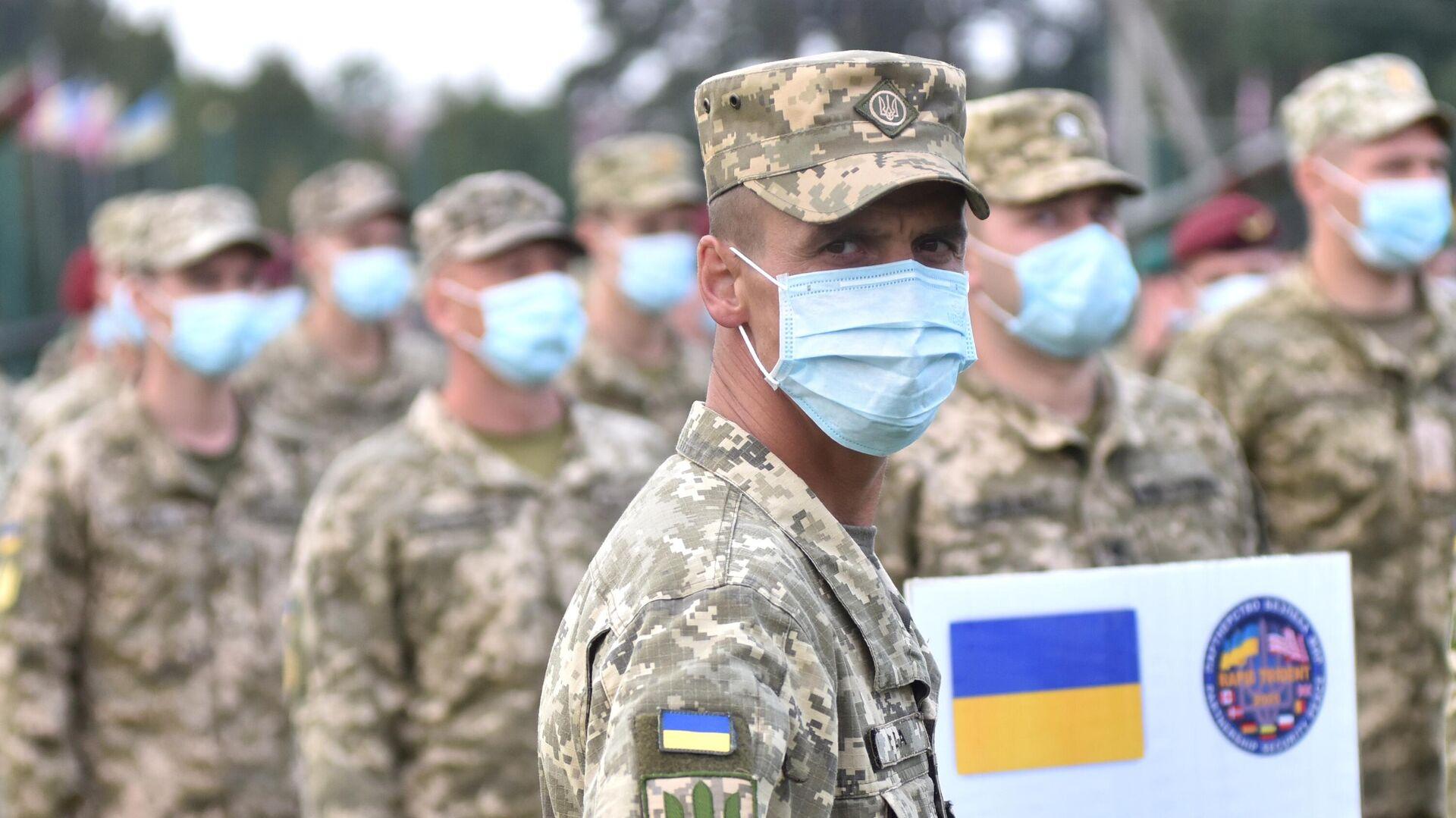Военнослужащие Украины на церемонии открытия военных совместных военных учений Украины и стран НАТО Rapid Trident-2020 - РИА Новости, 1920, 04.10.2021