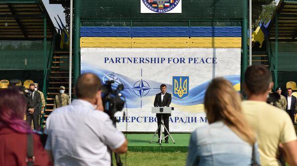 Президент Украины Владимир Зеленский на церемонии открытия военных совместных военных учений Украины и стран НАТО Rapid Trident-2020