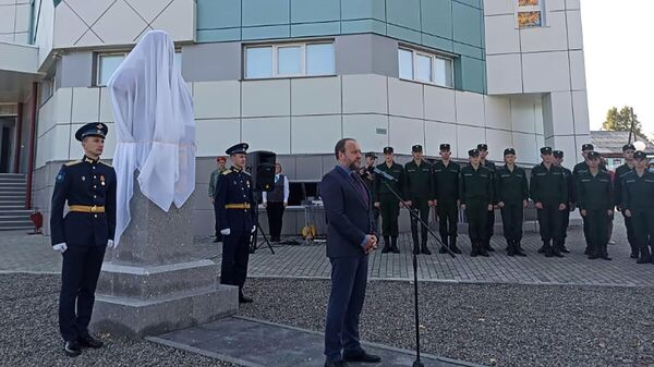 Церемония открытия бюста второго космонавта планеты Германа Титова селе Полковниково Алтайского края