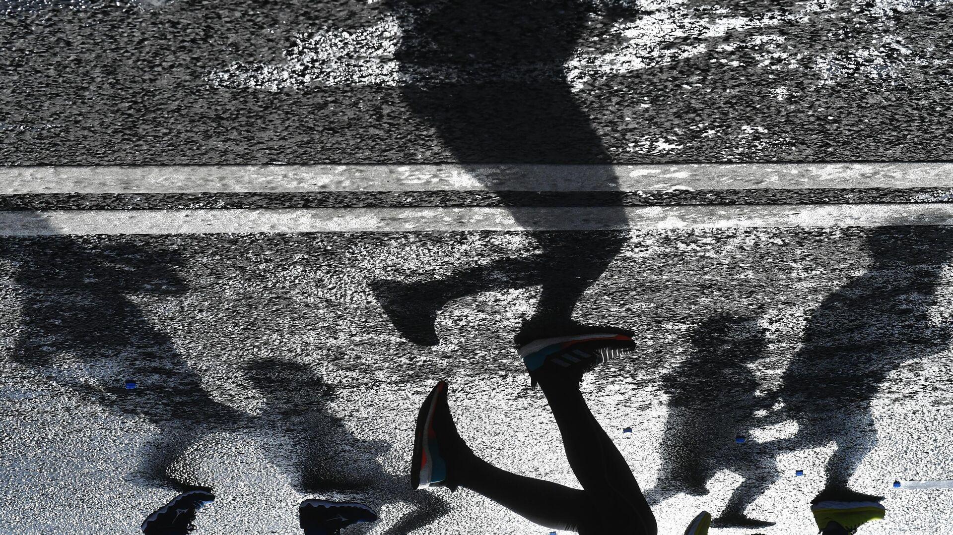 Участники на дистанции Московского марафона - РИА Новости, 1920, 11.11.2020