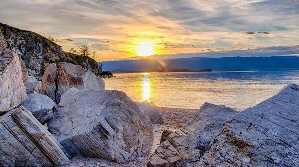 Закат с острова Ольхон на озере Байкал