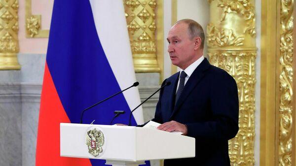 Президент РФ Владимир Путин выступает перед членами Совета Федерации Федерального Собрания Российской Федерации