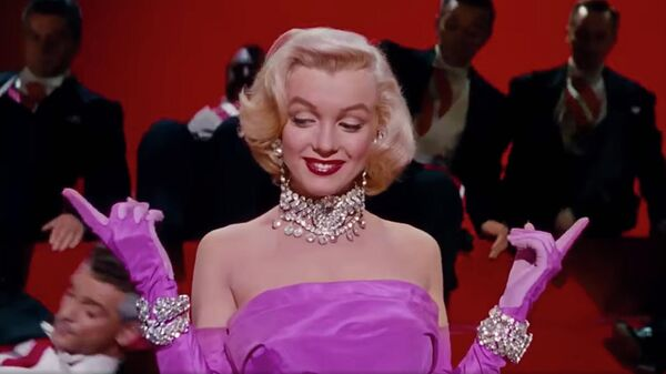 Кадр из фильма Джентльмены предпочитают блондинок