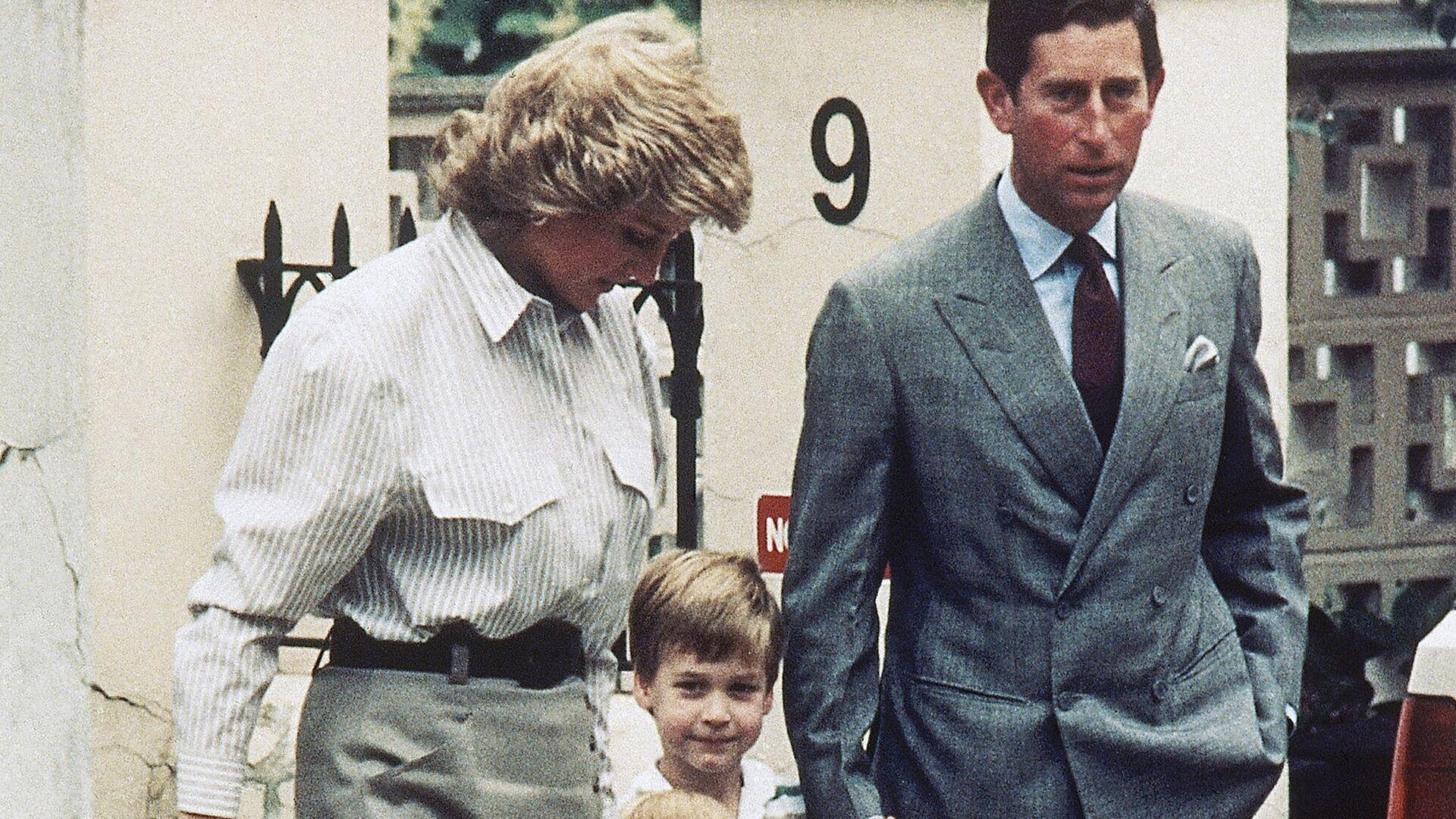 Принц Чарльз и принцесса Диана с сыновьями в Ноттинг-Хилле - РИА Новости, 1920, 15.03.2021