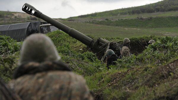 Артиллерийская позиция в зоне карабахского конфликта