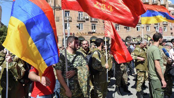 Сбор добровольцев, после объявления военного положения и всеобщей мобилизации в Ереване, Армения, 27 сентября 2020