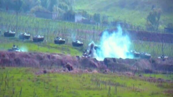 Горящая военная техника армии Азербайджана в Нагорном Карабахе. Стоп-кадр видео