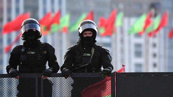 Сотрудники правоохранительных органов в Минске