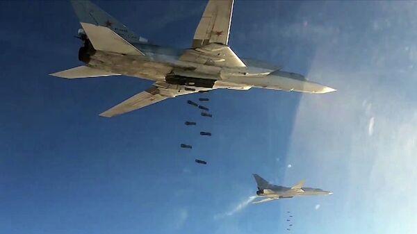 Бомбардировщики-ракетоносцы Ту-22 МЗ Военно-космических сил России во время нанесения авиаудара по объектам ИГ в Сирии