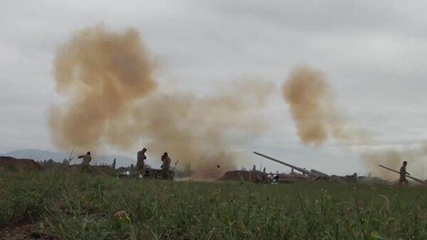 Вооруженные силы Азербайджана наносят удар артиллерийским подразделениям вооруженных сил Армении на Агдеринском направлении в Нагорном Карабахе. Скриншот видео