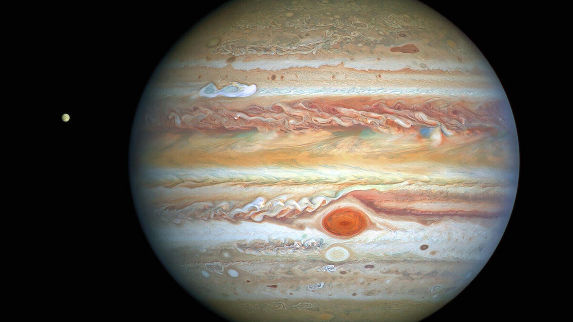 Юпитер сфотографированный космическим телескопом НАСА Хаббл  - РИА Новости, 1920, 20.09.2021