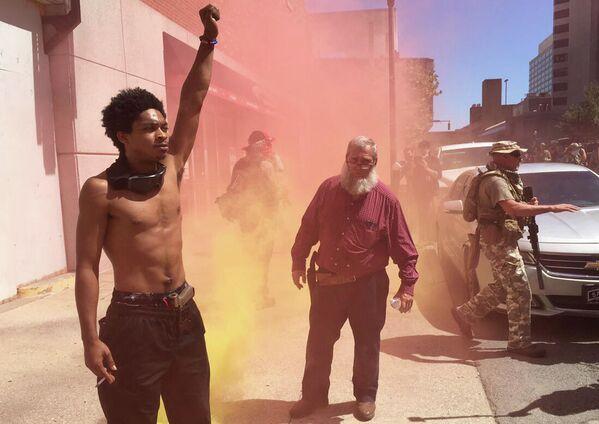 Участники акции протеста в американском Луисвилле