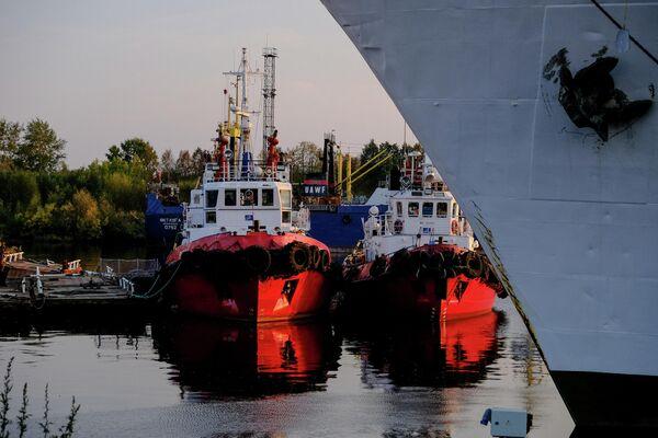 Буксиры в рыбном порту Архангельска