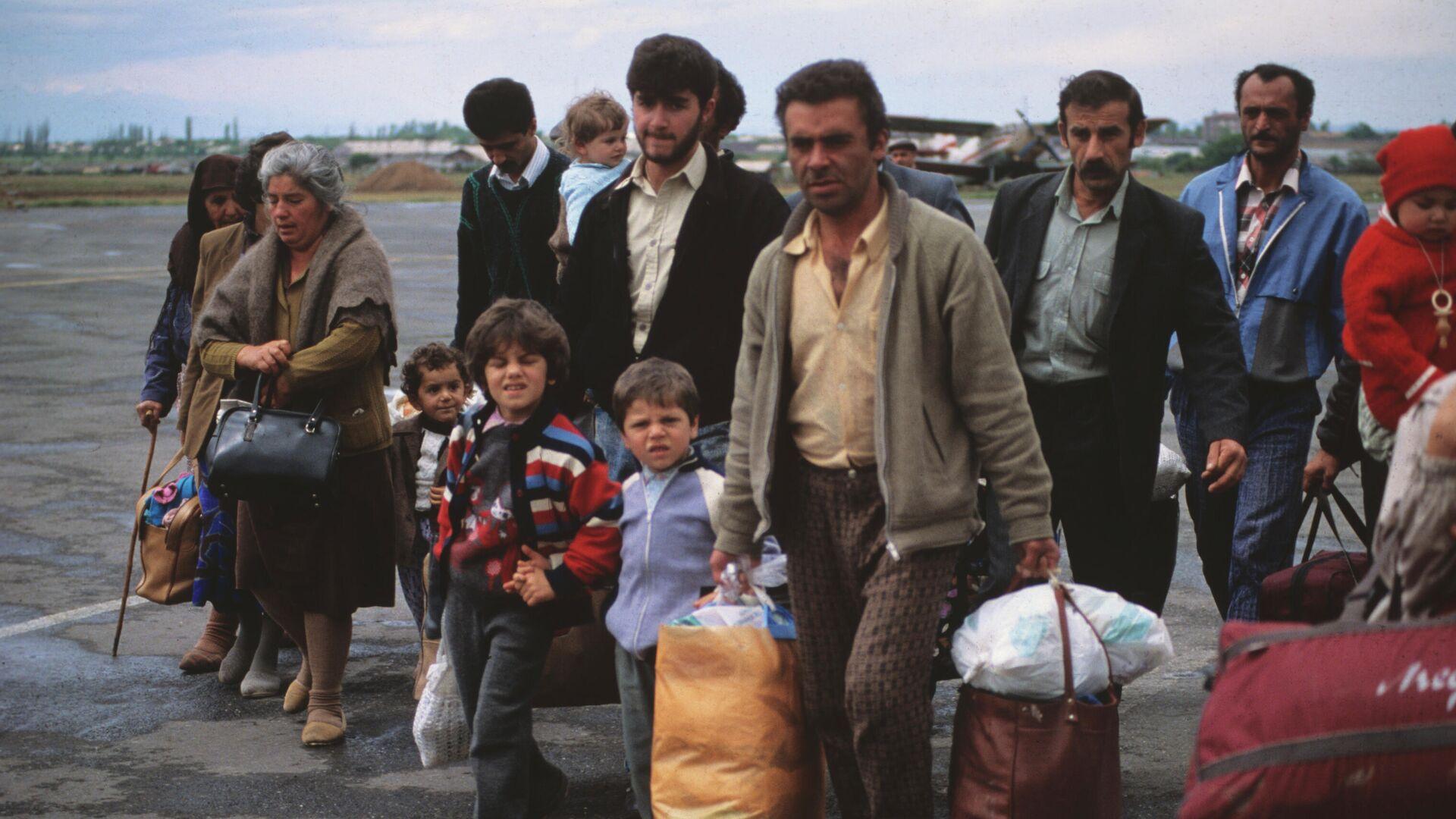 Беженцы из селений Нагорного Карабаха - РИА Новости, 1920, 29.09.2020