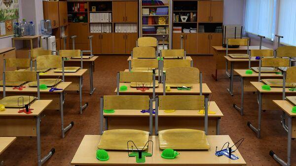 Пустой учебный класс в московской школе