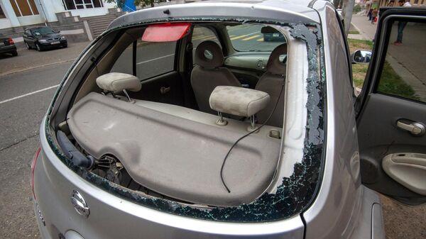 Попавший под обстрел автомобиль с журналистами и сопровождающим их лицом в Нагорном Карабахе