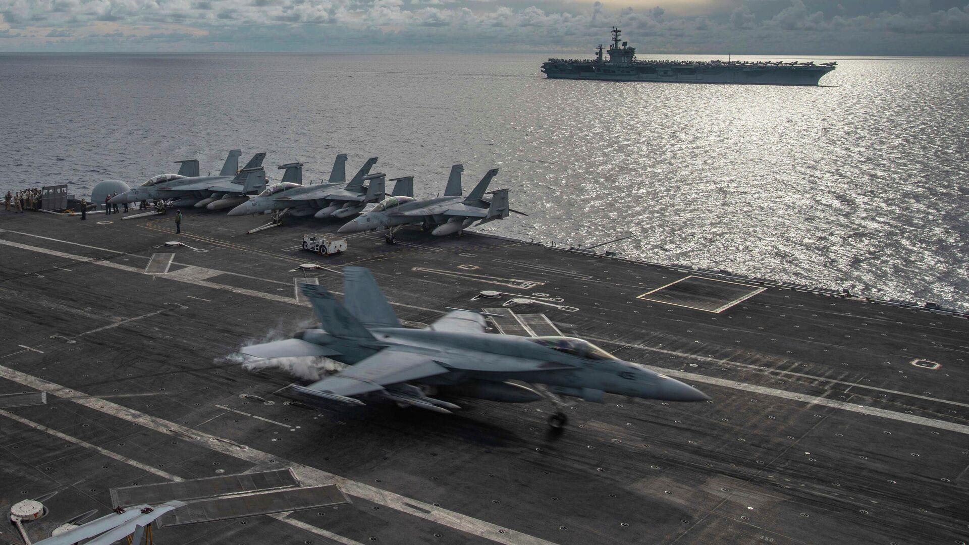 Корабли ВМС США USS Ronald Reagan (CVN 76) и USS Nimitz (CVN 68) в Южно-Китайском море. 6 июля 2020 года - РИА Новости, 1920, 19.10.2020
