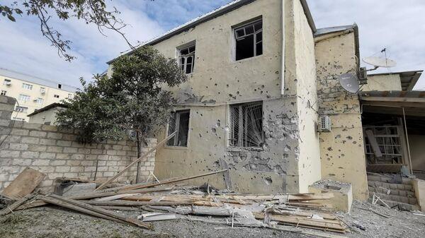 Последствия обстрелов в азербайджанском Тертере близ Карабаха