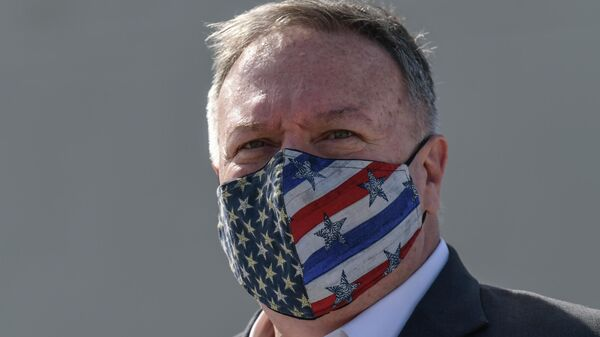 Госсекретарь США Майк Помпео в маске