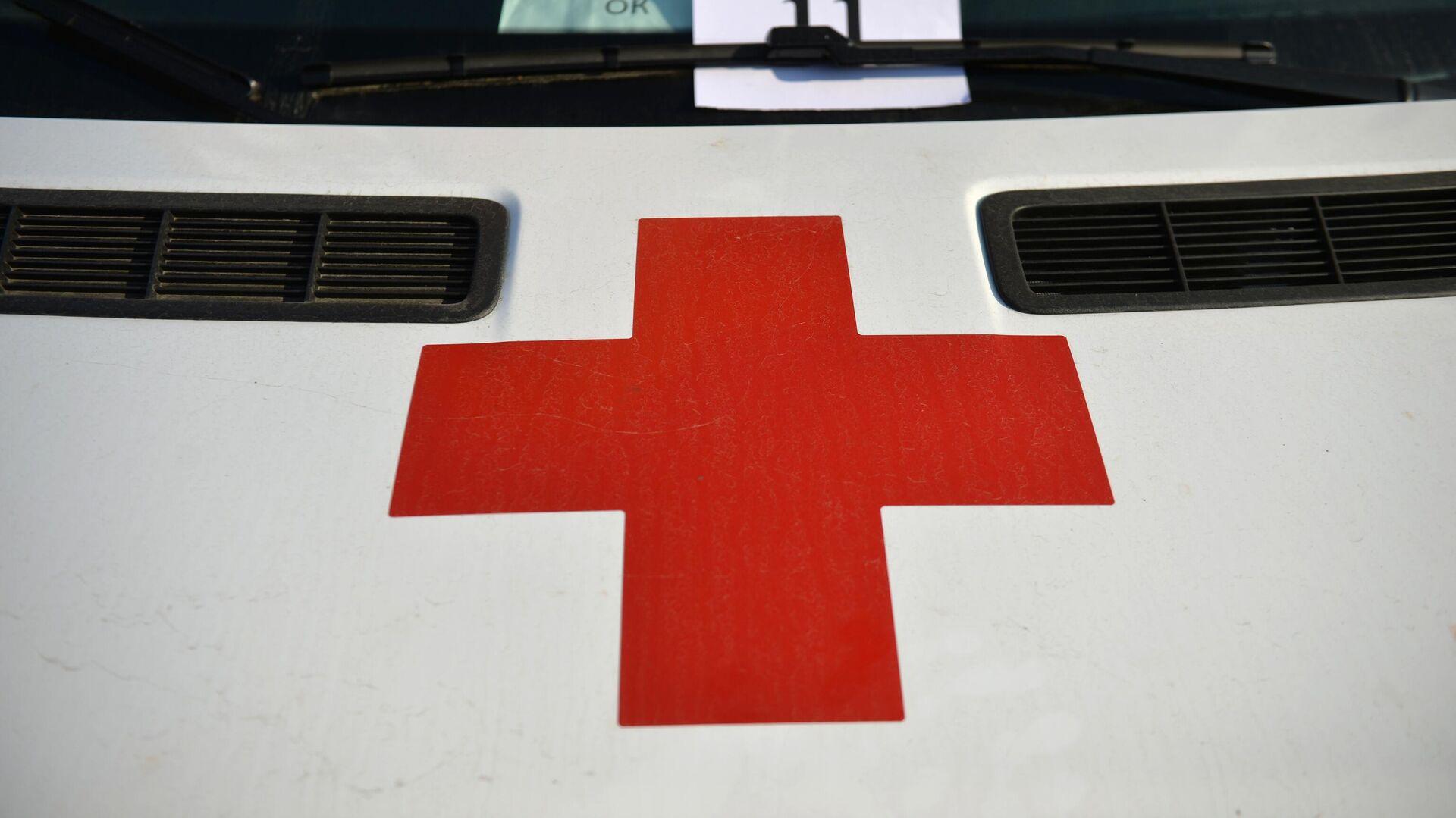 Красный крест на автомобиле скорой медицинской помощи - РИА Новости, 1920, 04.08.2021