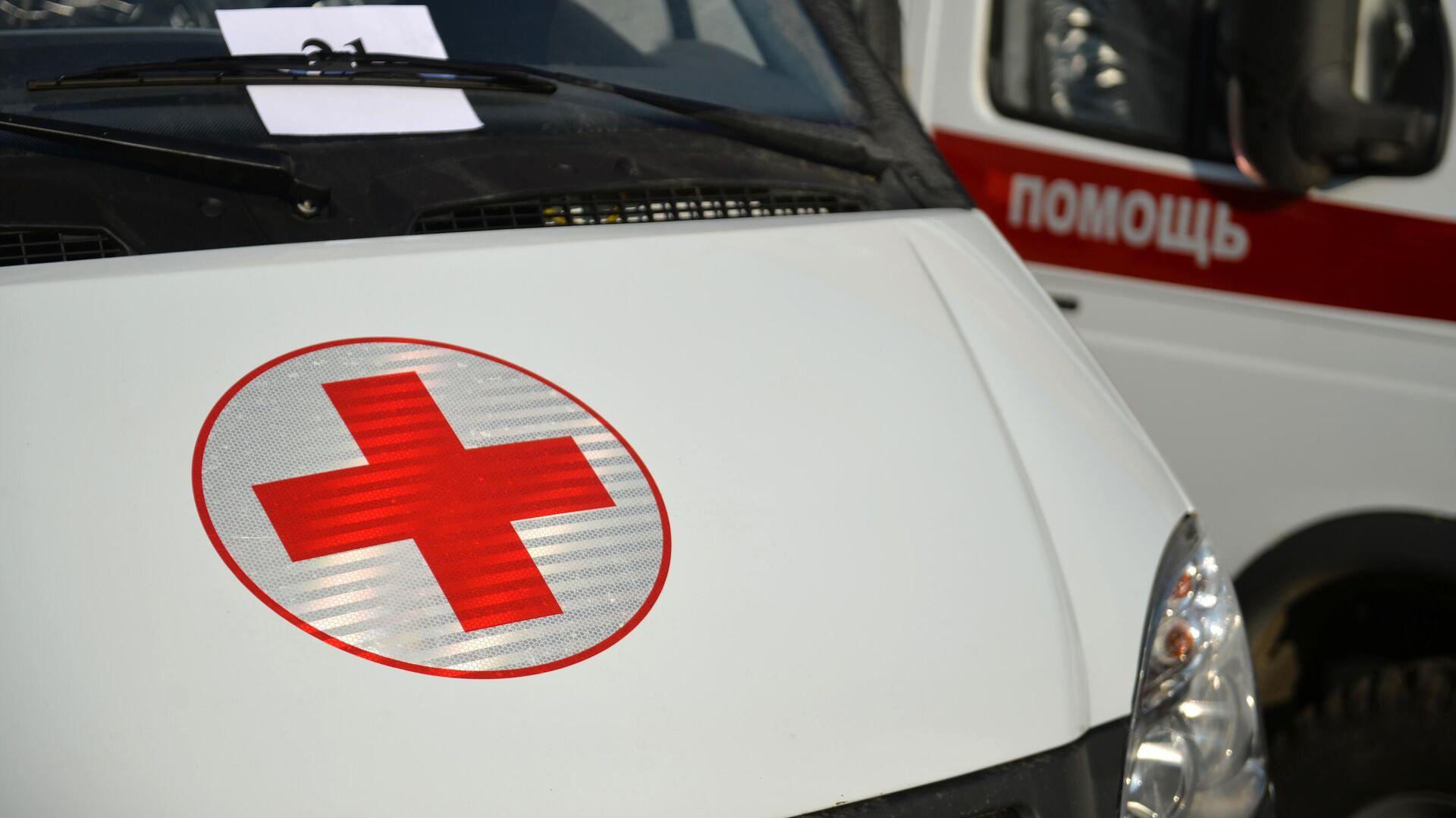 Красный крест на автомобиле скорой медицинской помощи в Свердловской области - РИА Новости, 1920, 30.07.2021
