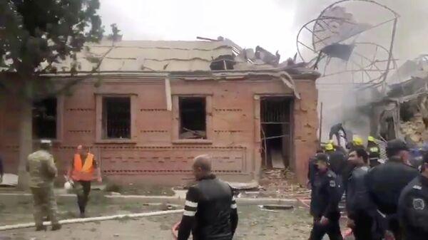 Последствия удара в Гяндже на западе Азербайджана