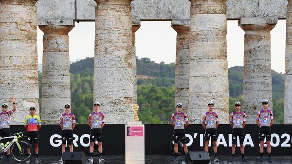 Велокоманда EF на гонке Джиро д'Италия