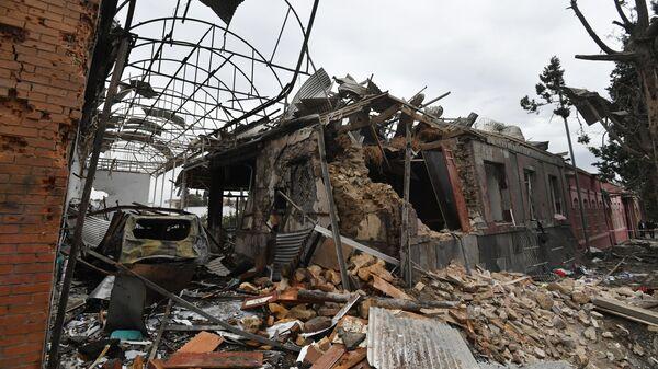 Жилые дома, разрушенные в результате обстрела города Гянджа