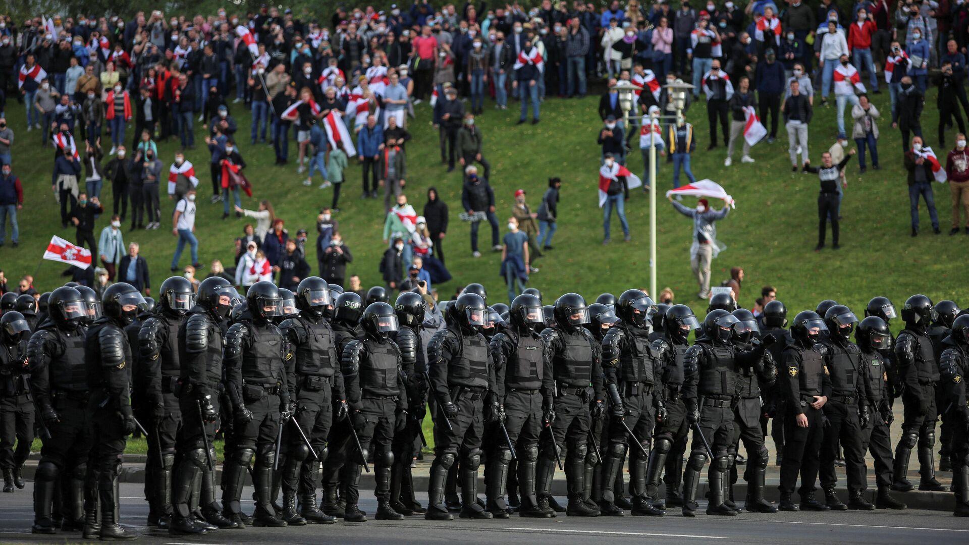 Во время акции протеста в Минске. 4 октября 2020  - РИА Новости, 1920, 11.10.2020
