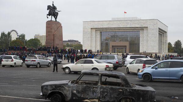 Протестующие на центральной площади Бишкека Ала-Тоо