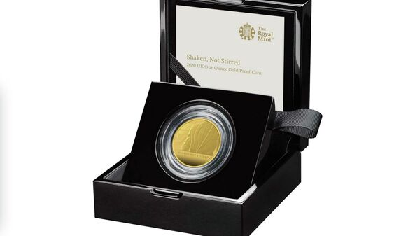 Коллекционная монета серии, посвященной Агенту 007