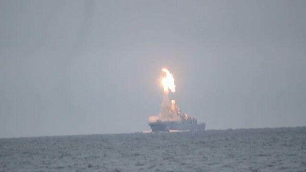 """Запуск гиперзвуковой ракеты """"Циркон"""" в Баренцевом море. Кадры Минобороны РФ"""