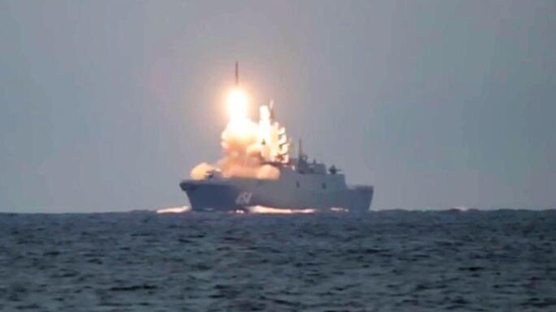 Первый запуск гиперзвуковой ракеты Циркон с фрегата Адмирал Горшков в Белом море по морской цели в Баренцевом море - РИА Новости, 1920, 08.10.2020