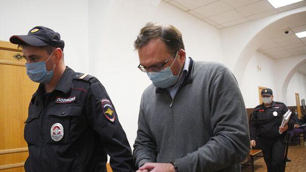Николай Цуканов, обвиняемый по делу о хищениях в Промсвязьбанке, в Басманном районном суде Москвы