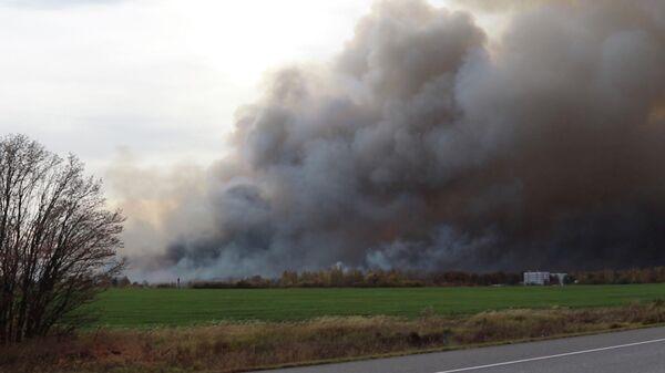 На месте ЧС в Рязанской области, где горит склад с боеприпасами. Стоп-кадр видео