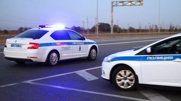 Сотрудники дорожно-патрульной службы ГИБДД трассе Р-217 Кавказ