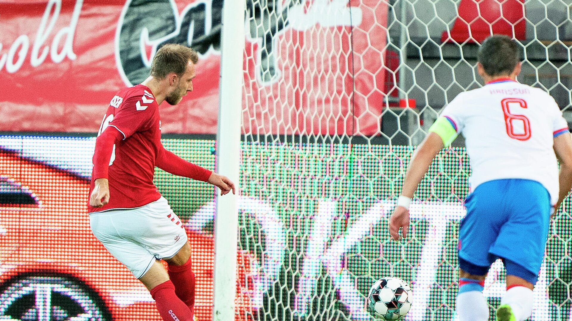 Denmark's midfielder Christian Eriksen scores the 2-0 during the friendly football match between Denmark and the Faroe Islands in Herning, Denmark, on October 7, 2020. (Photo by Henning Bagger / Ritzau Scanpix / AFP) / Denmark OUT - РИА Новости, 1920, 07.10.2020